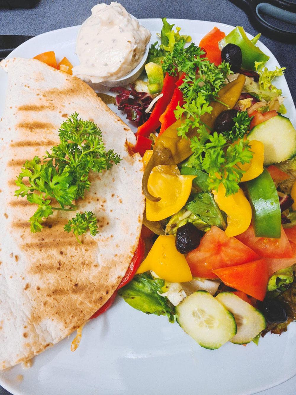 Quesadilla mit Salatbeilage