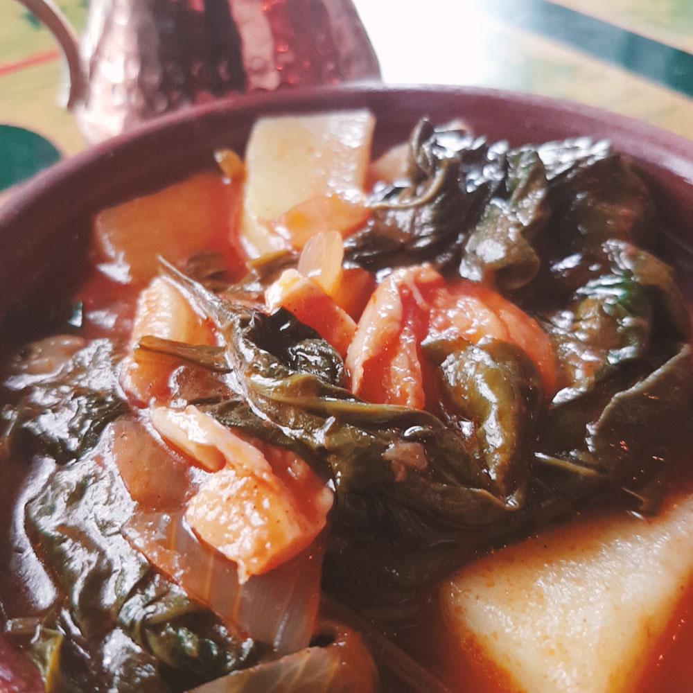 Spinat Mediteran in Tomatensauce und mit Kartoffeln