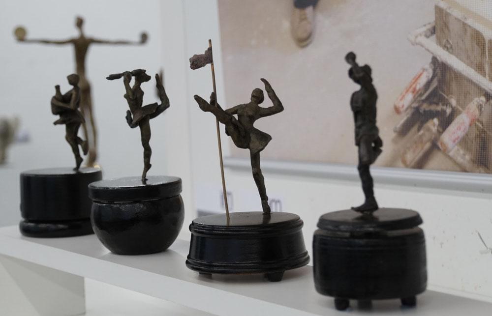 Bronzeskulpturen auf Spieluhren von Ines Mösle