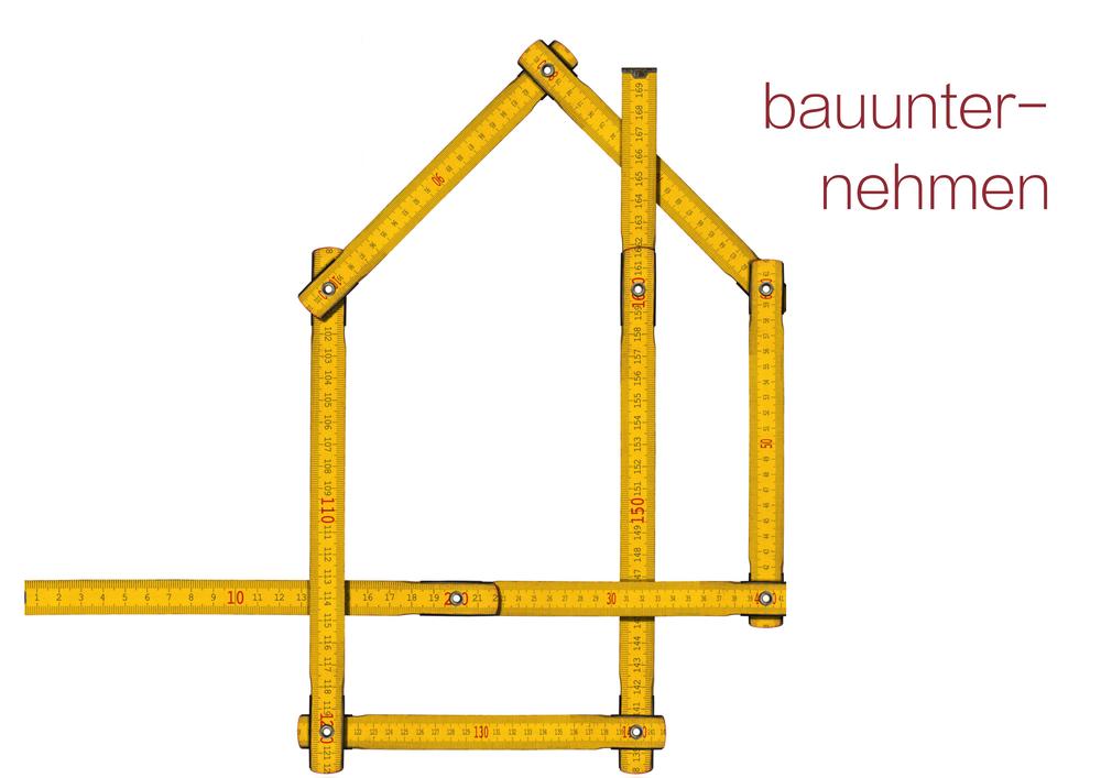 farbiger Zollstock bildet ein Haus nach