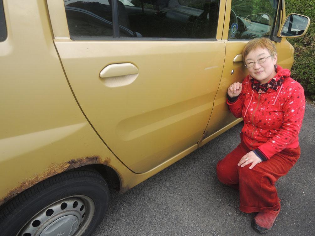 雪道は運転しなかったとはいえ、道路に残った塩でこんな風にさびさび。頑張った!私の黄色のミニカトッポ。