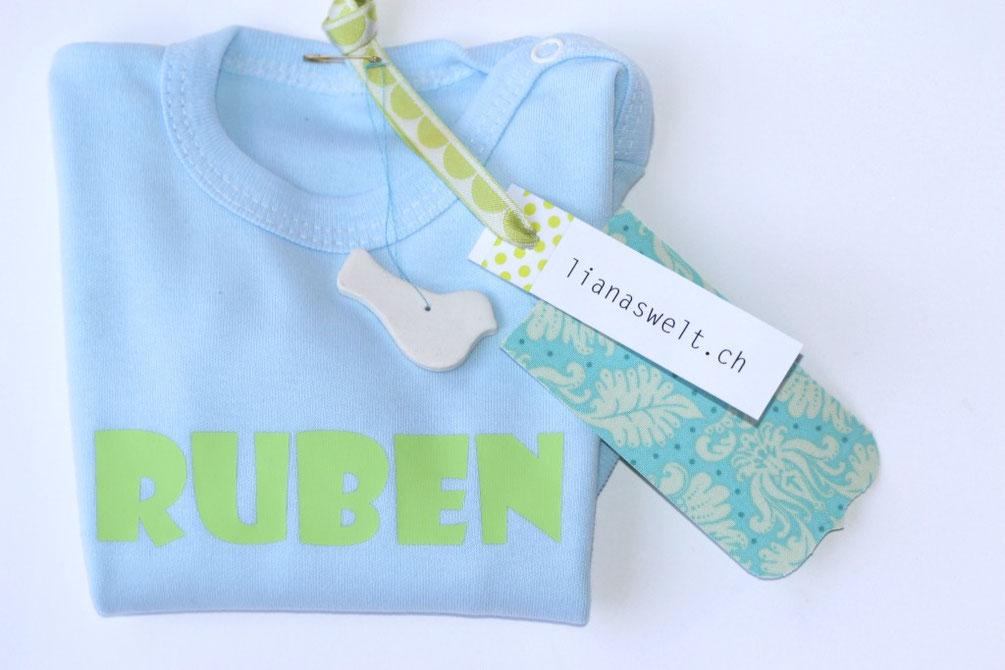 bedruckte Baby-Bodys mit Namen