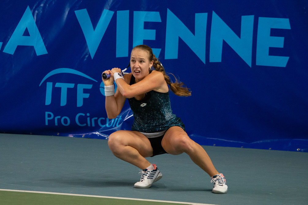 Anna BLINKOVA est qualifiée pour les quarts de finale. Victoire aisée face à Katarina Zavatska. Crédit photo : IFV