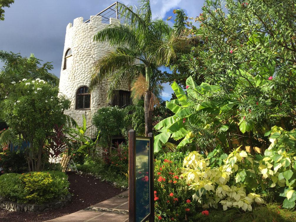 Port Louis Marina, der kleine Turm auf dem Gelände nach einem tropischen Regen