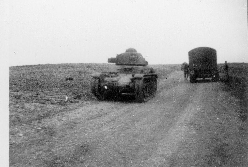 Scène courante en juin 1940, ce R35 a été abandonné après être tombé en panne d'essence