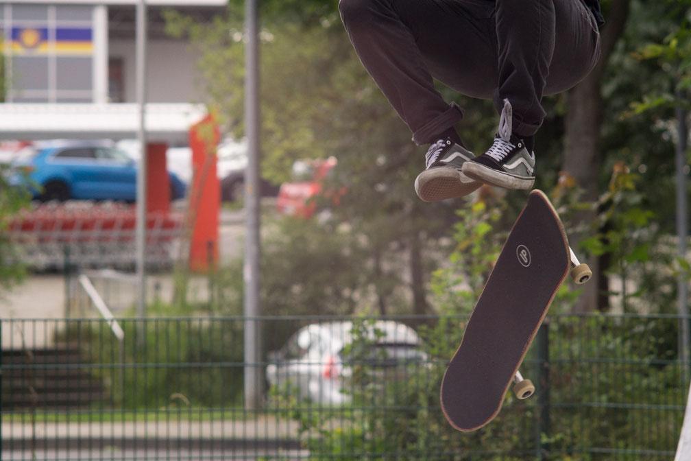 Carl Zeiss Jena 180mm f2 Skateboarding