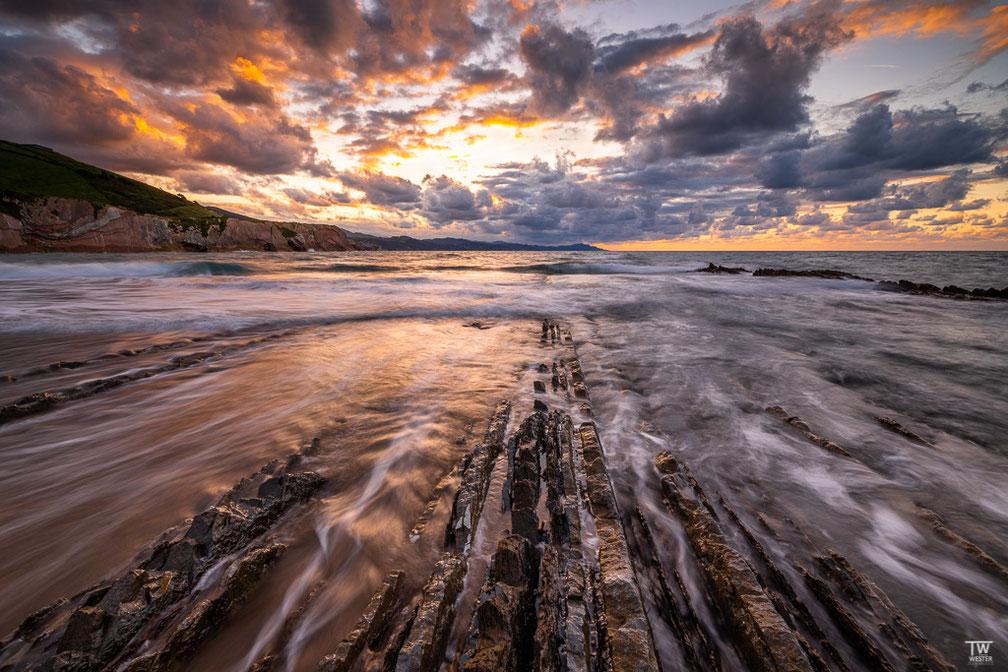 Zurück am Strand der Flysch-Steine… (B1808)