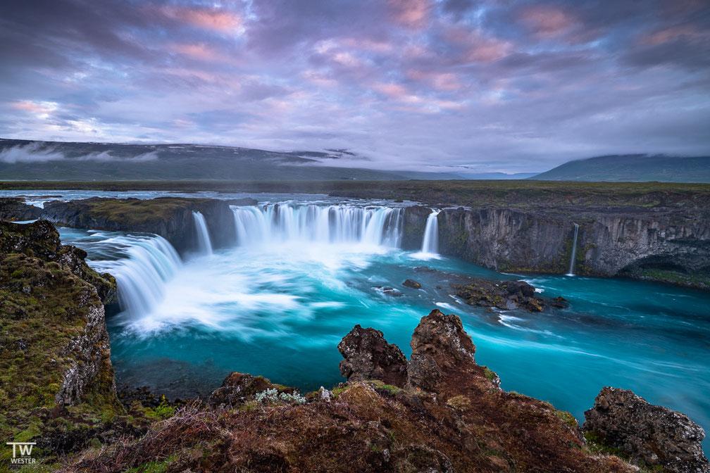 Dieses Bild entstand in der gleichen Nacht, in der wir auf Island ankamen – wir waren zu diesem Zeitpunkt mehr als 24h wach und das war definitiv grenzwertig 😉 (B1740)