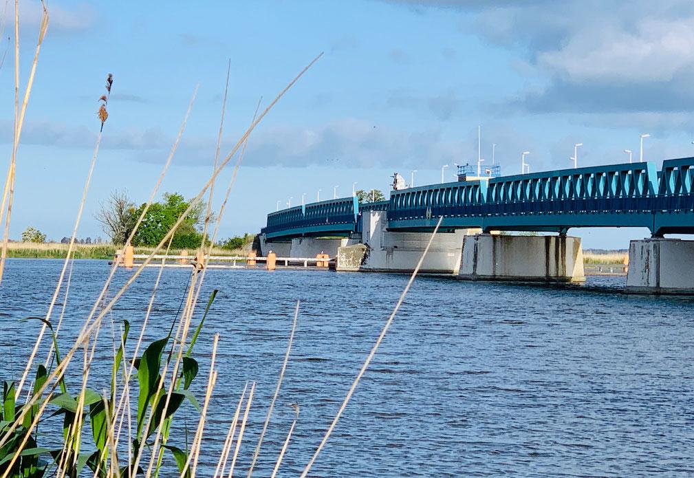 Über die Zecherinnen Brücke auf die Insel Usedom  © Foto Peter Schmidt 052019