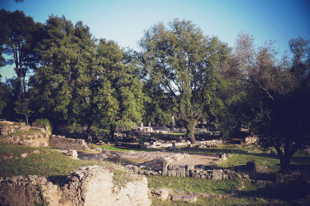 BIGOUSTEPPES GRECE BALKANS OLYMPIE SITE ANTIQUE RUINES