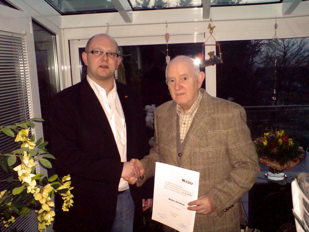 Dirk Hofmann dankt Walter Herzberg