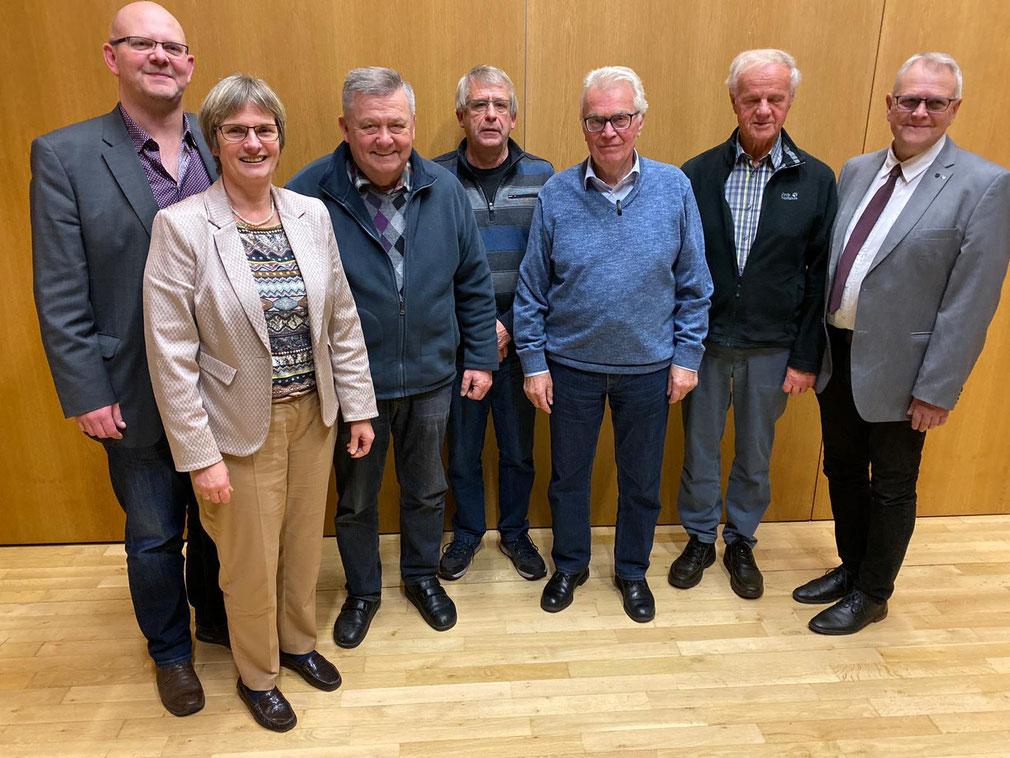 V.l: Fraktionsvorsitzender Dirk Hofmann, Claudia Ravensburg, Wolfgang Hofmann, Manfred Briel, Gerhard Specht, Gerhard Schneider und Vorsitzender Kurt Kramer