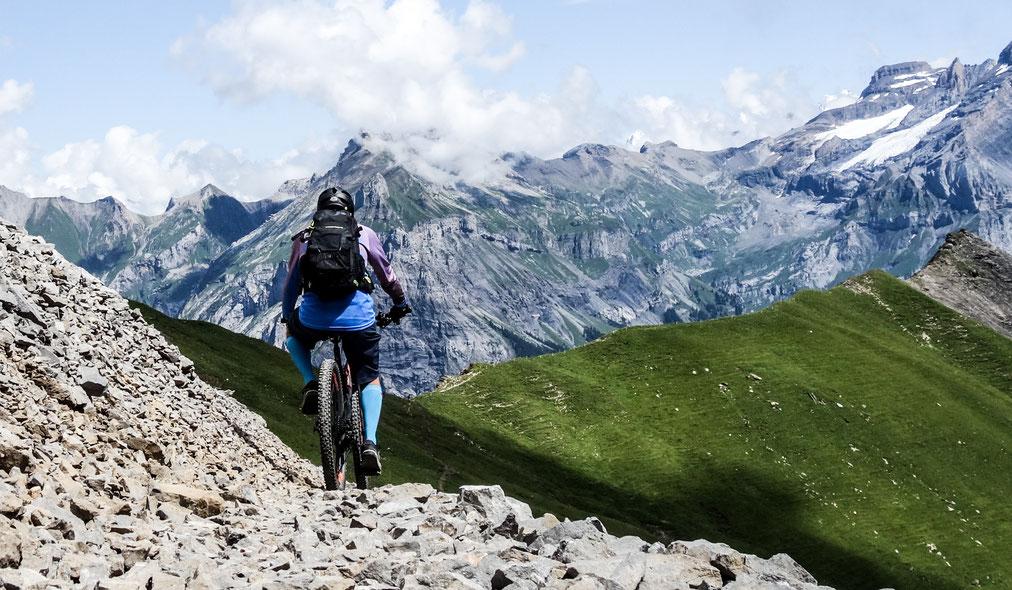 Durchs Schuttfeld zum Alpschelegrat