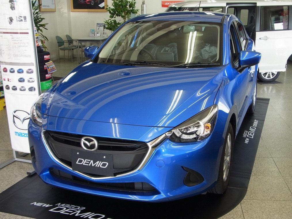 新型デミオ13S LEDコンフォートパッケージ・スポーティパッケージ装着車(ダイナミックブルーマイカ)