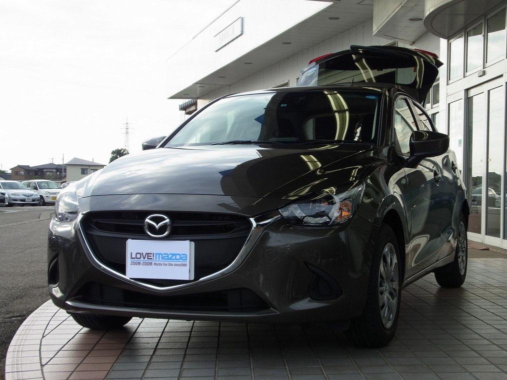 新型デミオ13S LEDコンフォートパッケージ装着車(チタニウムフラッシュマイカ)