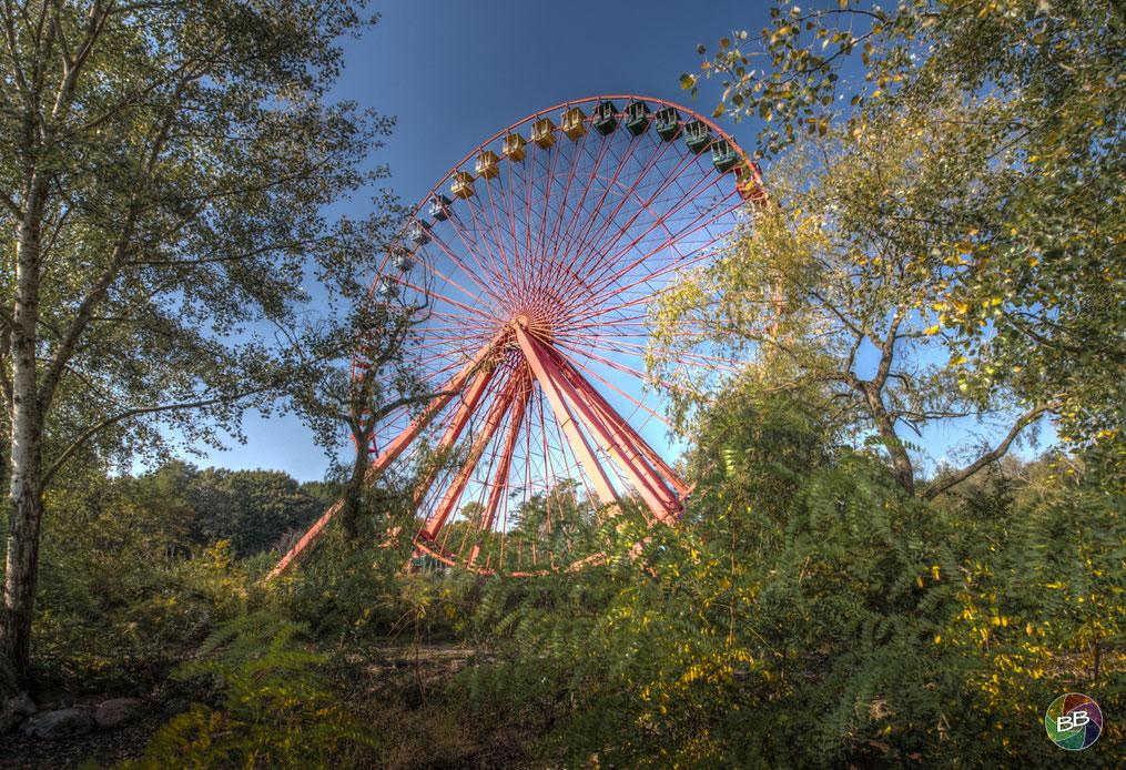 Nur der Wind bewegt das Riesenrad