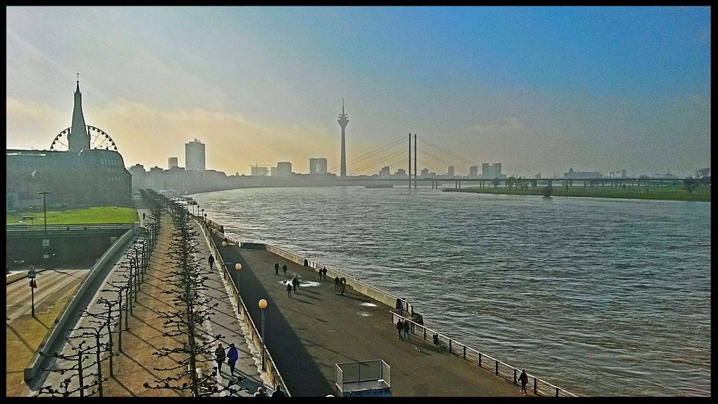 Das Blog-Cover entstand bei einer Foto-Tour durch Düsseldorf im Januar