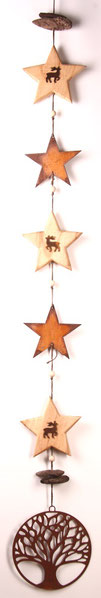 Girlande aus Edelrost- und Holz-Sternen und einem Lebensbaum Anhänger