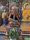 仏様ではないのだけれど、このおじさんが至る所で祀られていた。