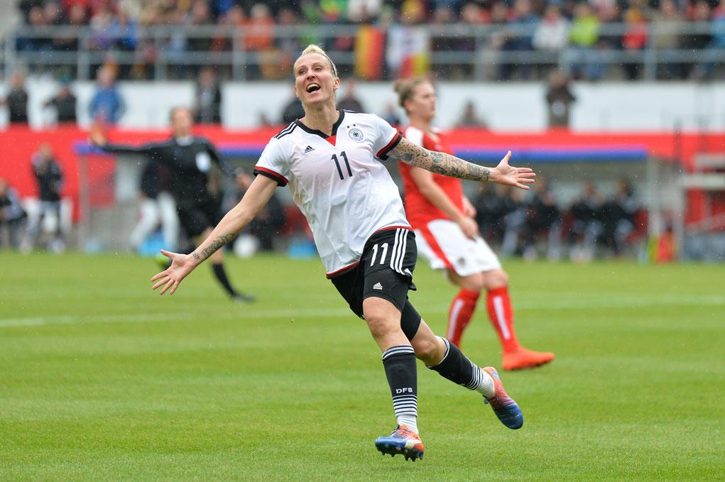 Die zweifache Torschützin Anja Mittag beim 4:2-Sieg der Deutschen Frauennationalmannschaft gegen Österreich