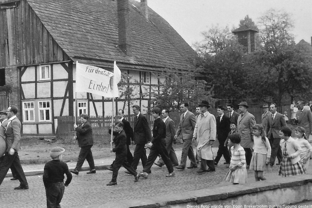 1. Mai 1959 / linker Bannerträger Rudi Harms