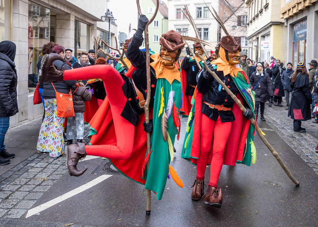 Aufwendige Kostüme, kostbare Masken, bunter Farbreigen: die Narrenzunft Zell a.H. e.V.