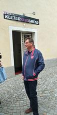 Johannes Krämmer vor dem Kulturkino Gmünd