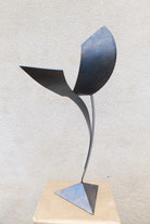 légèreté, dynamisme, équilibre, mouvement, dessin sont les mots qui caratérisent la sculpture de Baldelli