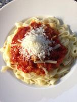 Hopfensprossen mit Tomatensauce und Tagliatelle