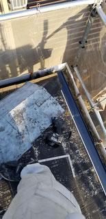 既設の軒先の棟がなくなっているためゴムのアスファルトルーフィングを張り付けてある