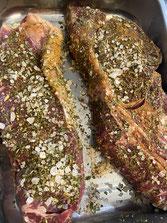 Roastbeef-Steak und RibEye vorbereitet