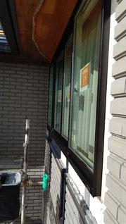 窓周りと外壁との間に隙間がある
