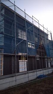 スパンドレルという壁材が外壁に施工してある