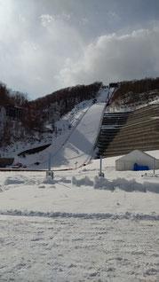大倉山展望台 大きい下り坂になっているスキージャンプ台