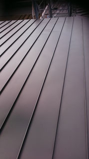 ハゼ式の立平の縦葺きの屋根