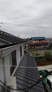 車庫の上の屋根の軒樋