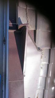 屋根板金の上から見た写真。あらゆるものに対して板金であうように成型されている