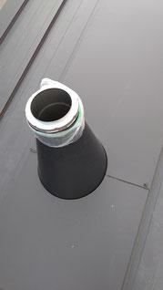 半円に切り込んだ水上カバーを2つ繋げて煙突の円の形にする