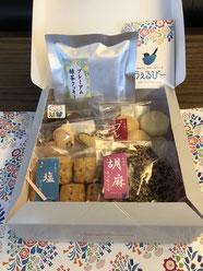 商品化されている利用者さんの手作りクッキーをいただいた。包装紙のデザインもきれい(^^