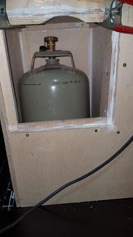 Gaskasten im Rohbau, noch ohne Flaschenhalter und Leitung