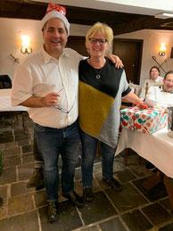 Veranstalter Fred mit Intermediate-Siegerin Veronika Leonhardt