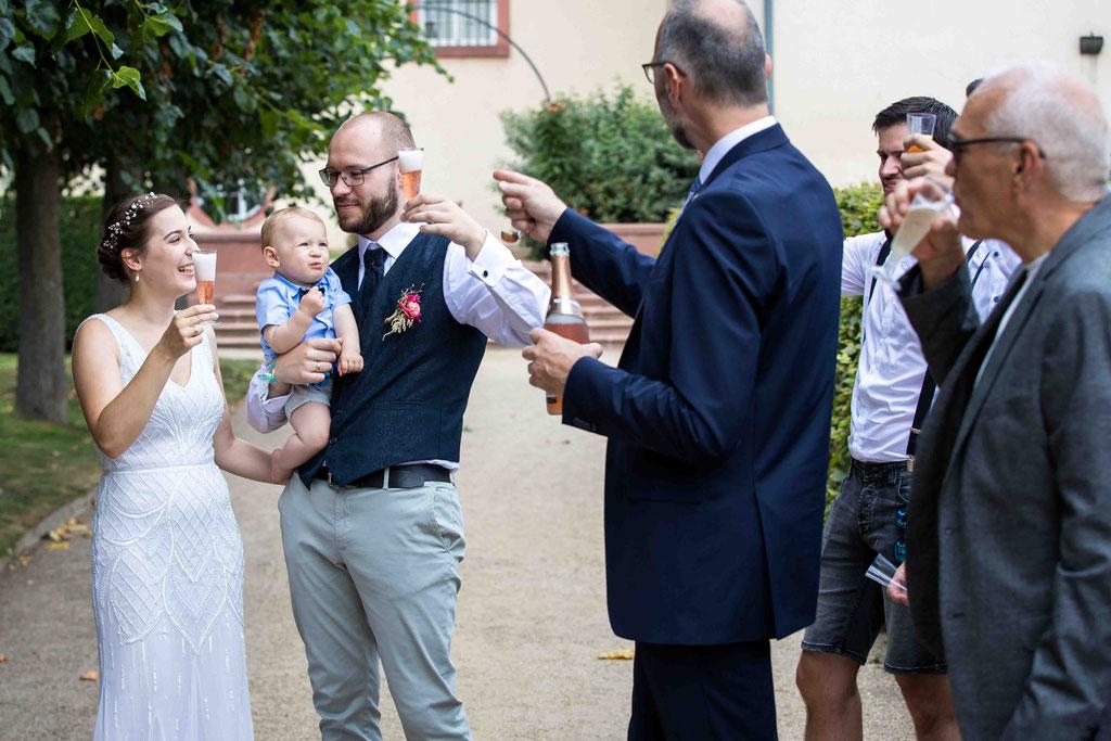 Heiraten in Bad Homburg, Hochzeit Schulberg 1, 61348 Bad Homburg vor der Höhe, Ringtausch Trauung Standesamt Bad Homburg, Hochzeitsfotograf Bad Homburg, Hochzeitsbilder, Hochzeitsfoto, Hochzeitsreportage, Hochzeit am Schloss Bad Homburg