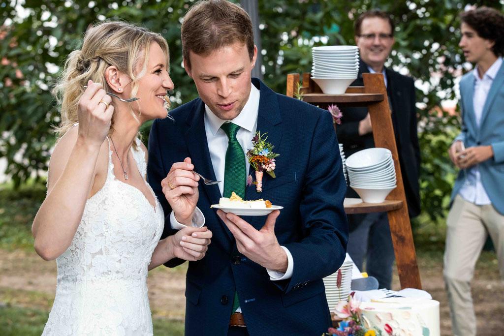 Hochzeitstorte essen, Weingut Schloss Reinhartshausen, Hauptstraße 39, 65346 Eltville am Rhein