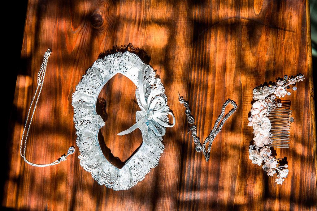 kreative Hochzeitsbilder, kreative Hochzeitsfotos, Brautschmuck inszenieren, Details der Braut