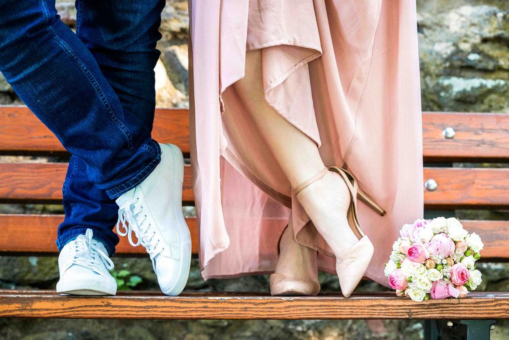 Garten des Standesamts Frankfurt Höchst, Hochzeitsbilder des Brautpaars nach der standesamtlichen Trauung in Frankfurt Höchst, Seilerbahn 2