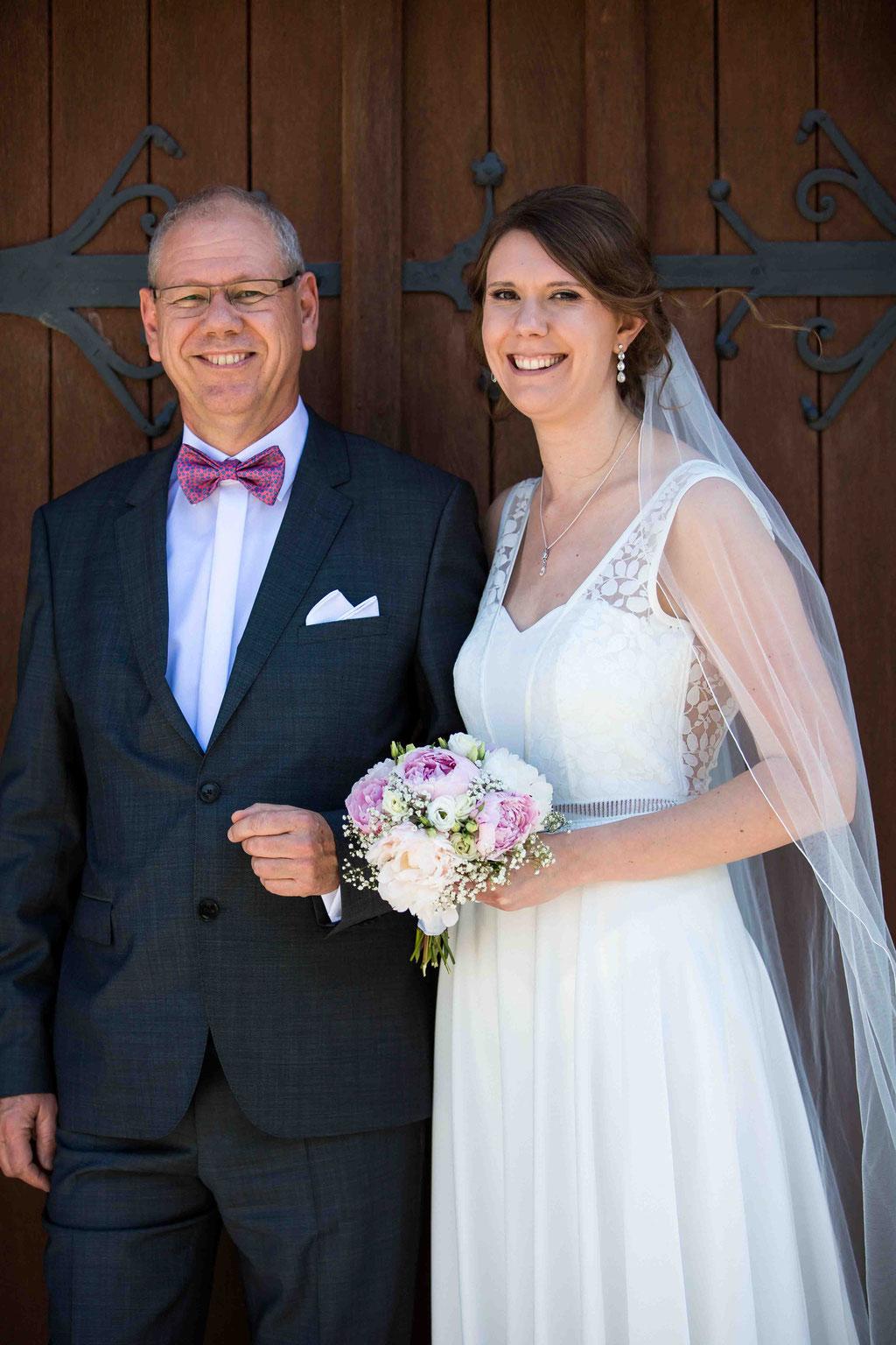 Vater der Braut, Brautvater, Braut, Fotos der Familie