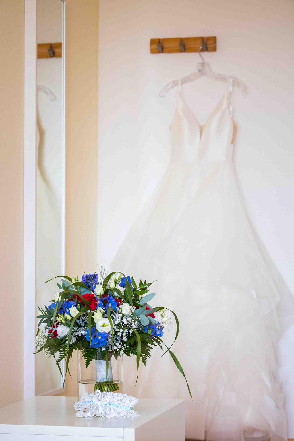 Hofgut Donnersberg, Außerhalb 3, 55578 Vendersheim, Hochzeitsfotograf, Hochzeitsbilder, Hochzeitsfoto, Getting Ready, Hochzeitskleid, Hochzeitsstrauß, Styling der Braut
