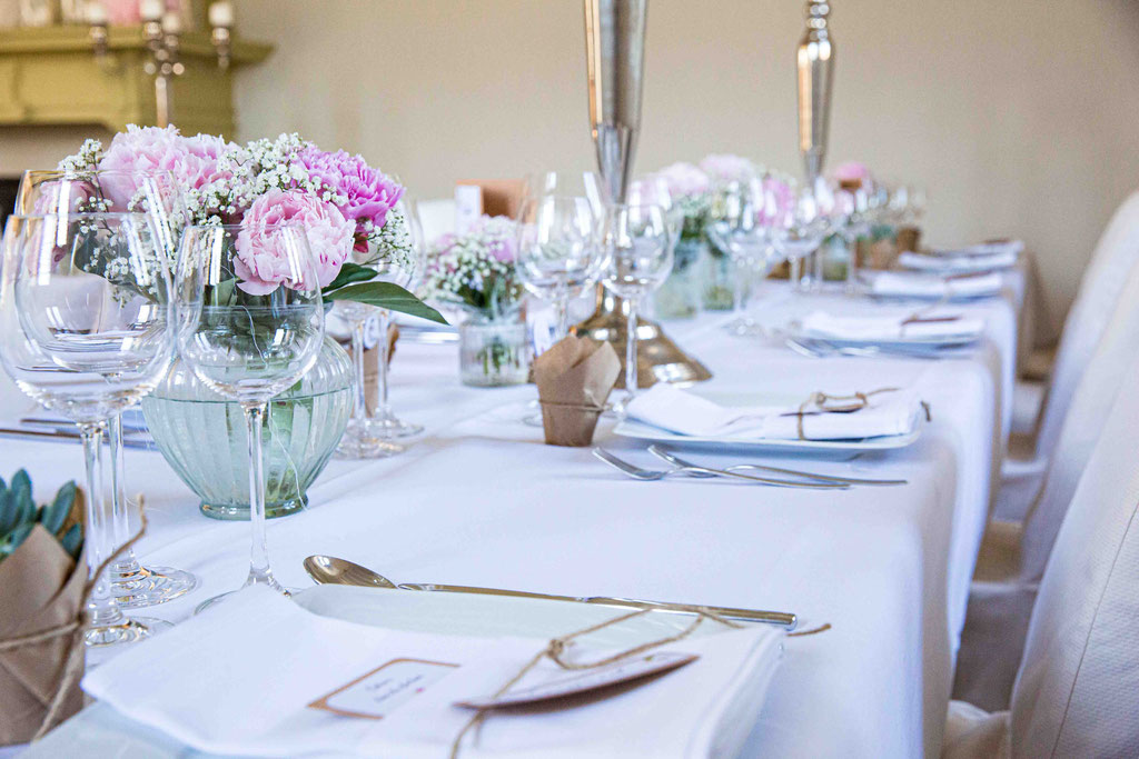 Details Hochzeitsdeko, Deko auf Hochzeiten, Tischdekoration auf einer Hochzeit fotografiert