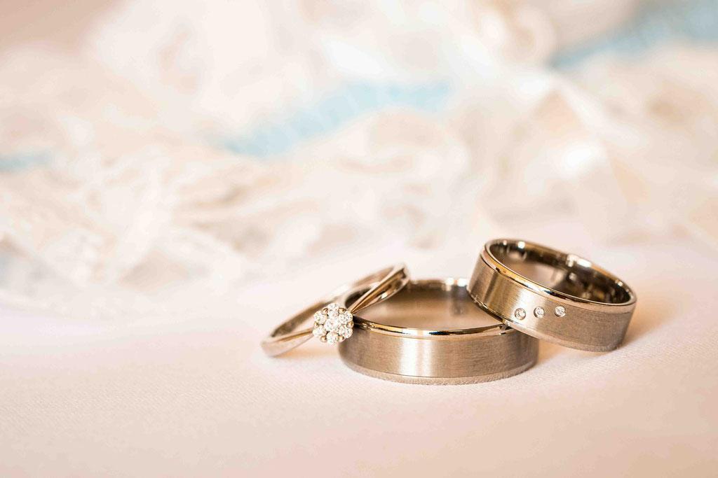 Hofgut Donnersberg, Außerhalb 3, 55578 Vendersheim, Hochzeitsfotograf, Hochzeitsbilder, Hochzeitsfoto, Getting Ready, Hochzeitskleid, Hochzeitsstrauß, Eheringe