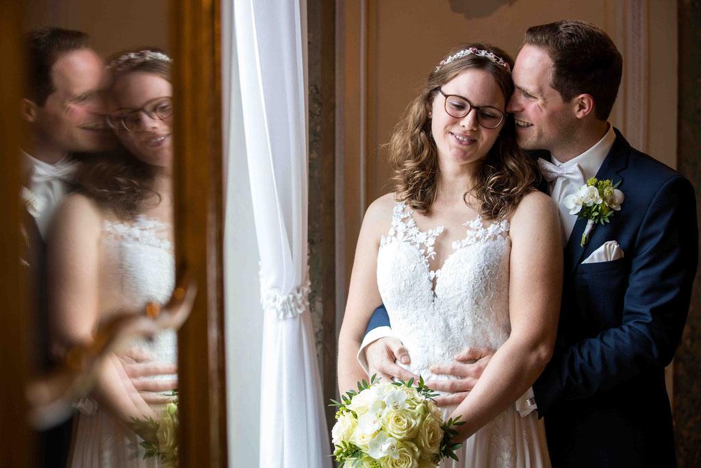 Standesamtliche Hochzeit, Paarfoto , Standesamt Höchst Bolongaropalast, Seilerbahn 2, 65929 Frankfurt am Main, Brautpaar im Emmerichpavillon Bolongaropalast